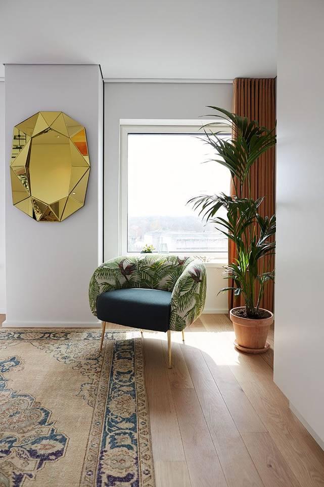 読書スペース内の茶色の/ 黄色のてカラード ヴィンテージ - turkiet絨毯。
