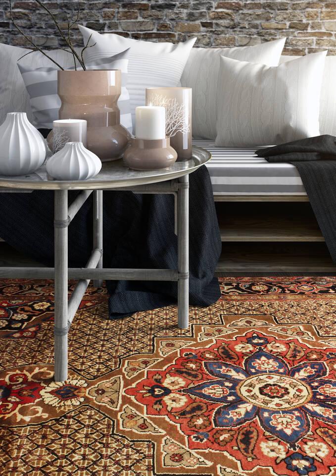 リビングルーム内の赤色のてコリアイ絨毯。