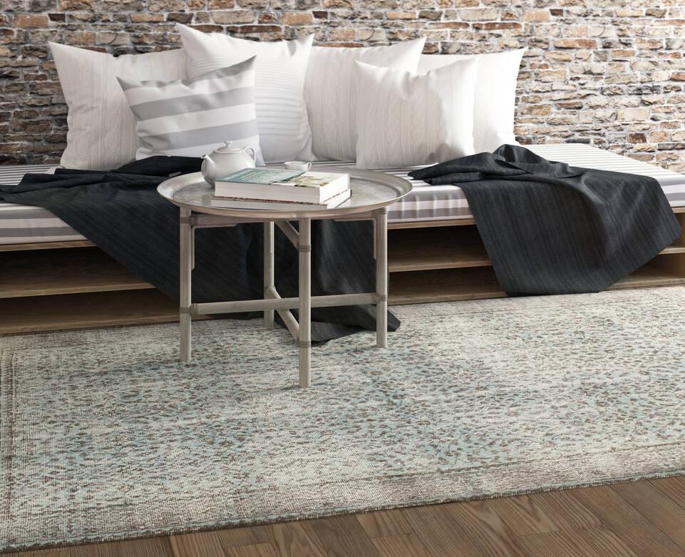読書スペース内の黒色の / グレーのてカラード ヴィンテージ - turkiet絨毯。